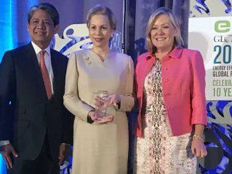 l'Ambassadeur du Royaume aux Etats-Unis, Lalla Joumala Alaoui, qui a reçu ce Prix au nom du Souverain.
