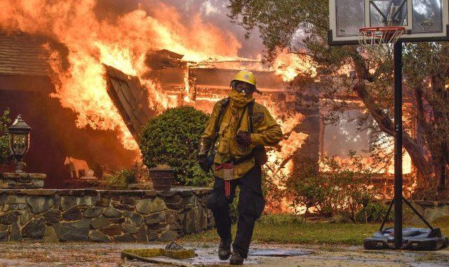 Incendies en Californie : le feu a déjà tué 17 personnes et l'état de catastrophe naturelle est décrété