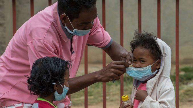 Panique suite à des cas mortels de peste — Madagascar