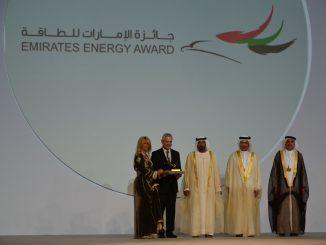 Said Mouline, Directeur général de l'AMEE & Sonia Mezzour Secrétaire Générale de l'AMEE recoivent le le Prix Emirates Energy Award