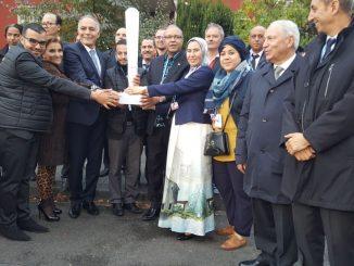 Bonn :Remise de la Flamme de la COP du Maroc aux Iles FIDJI