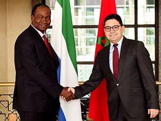 Le ministre des Affaires étrangères et de la Coopération internationale, M. Nasser Bourita, et M. Samura Kamara, émissaire du président de Sierra Leone.