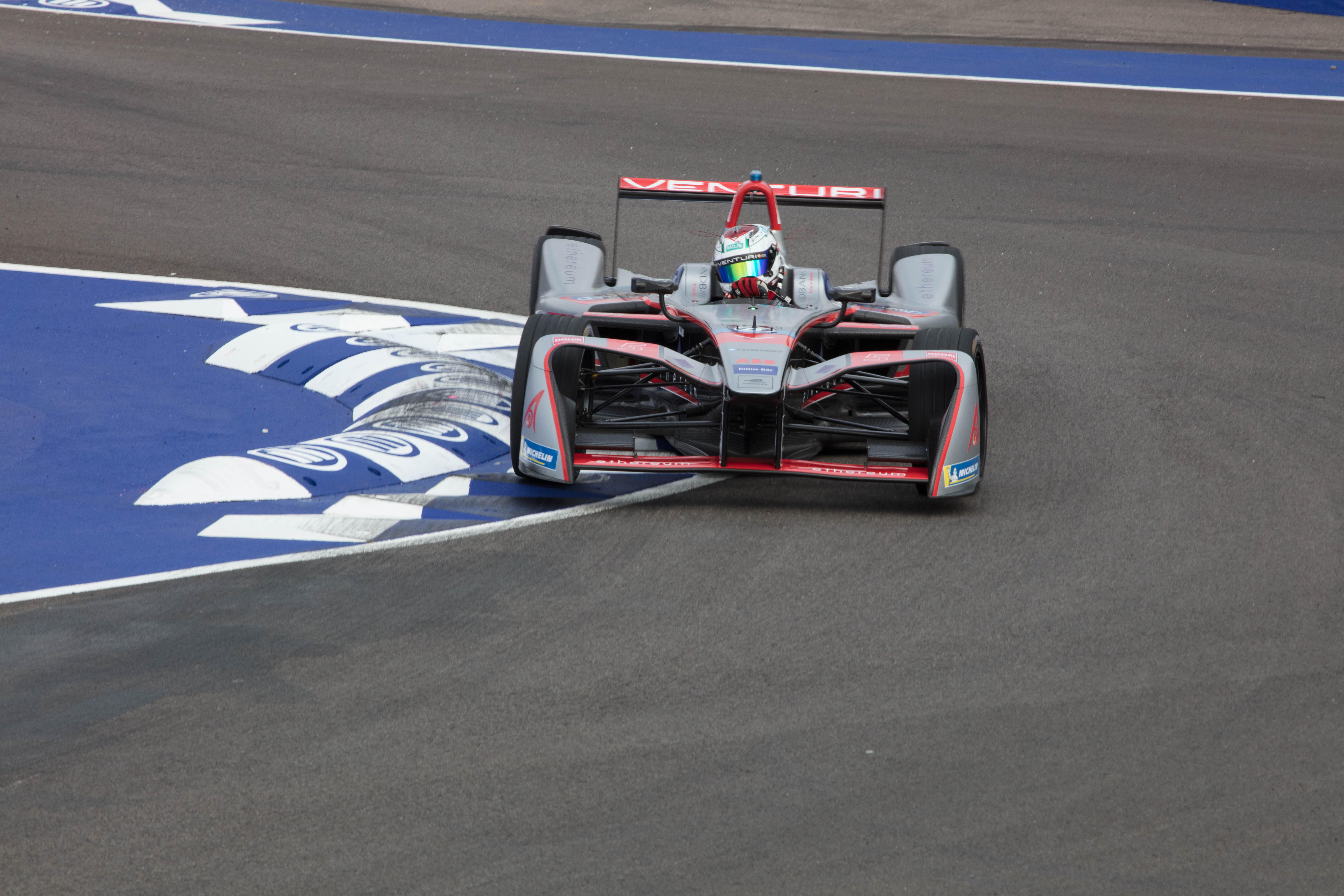 Le pilote Marocain Benyahia lors des Rookies test de la Formula E