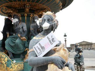 France : Des statues revêtues d'un masque pour dénoncer la pollution de l'air
