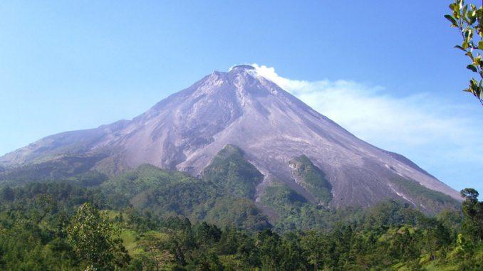 Indonésie : évacuations à Java après l'éruption du volcan Merapi