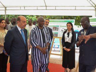 l'ambassadeur du Maroc à Ouagadougou, Farhat Bouazza, le ministre burkinabè de l'Agriculture et des Aménagements hydrauliques, Jacob Ouédraogo