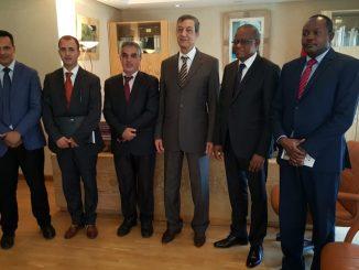 Son Excellence Monsieur Maman Sambo Sidikou et le Haut Commissaire Dr. Abdeladim LHAFI