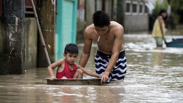 Le Typhon Mangkhut ravage Hongkong et fait ses premiers morts en Chine continentale